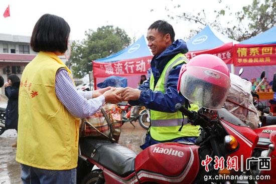 """广西平乐县为返乡""""摩托大军""""设志愿服务驿站"""
