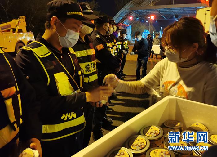 武汉:7000份蛋糕送给一线防疫人员
