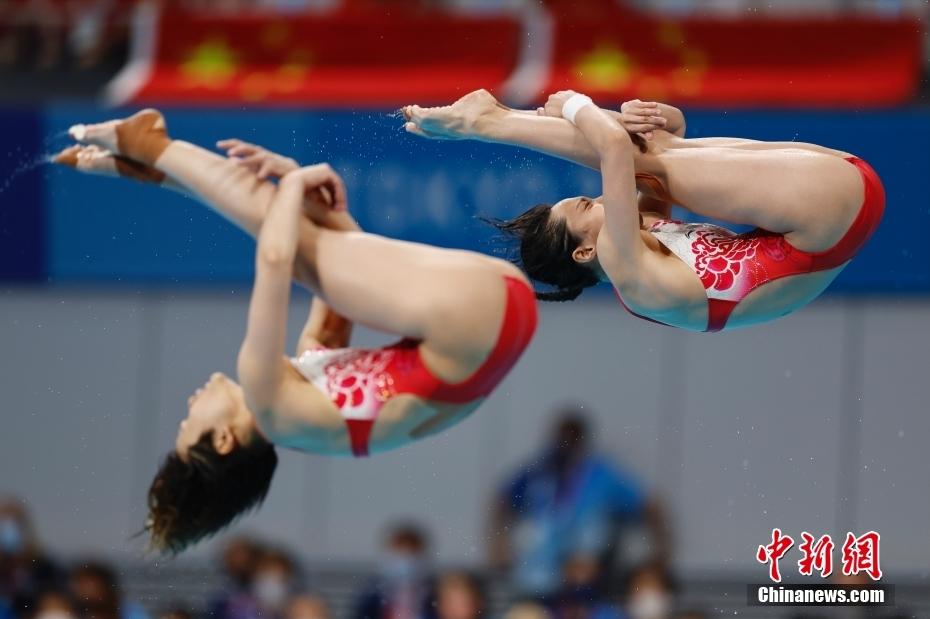 施廷懋王涵夺东京奥运女双3米板金牌