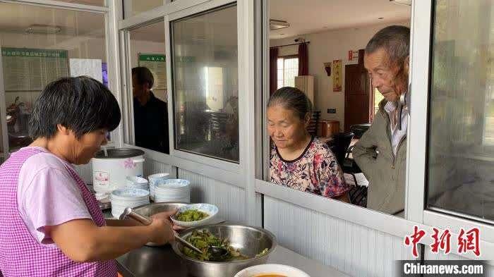 大山里的老年食堂:让留守老人吃上幸福餐